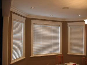 2 Faux Wood Blinds (6)